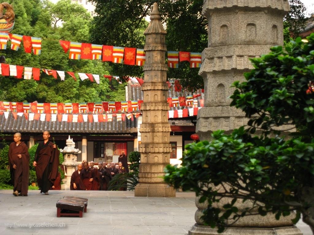 China, Guangzhou, Monks