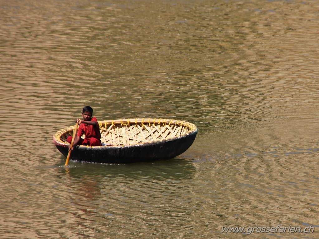 India, Hampi, Boat
