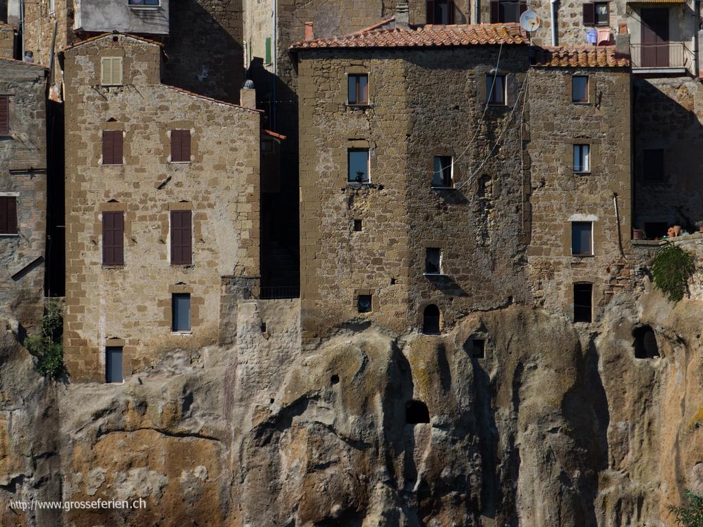 Italy, Pitigliano, Houses
