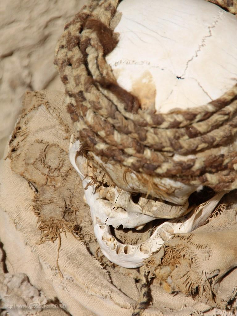 Peru, Nazca, Skull