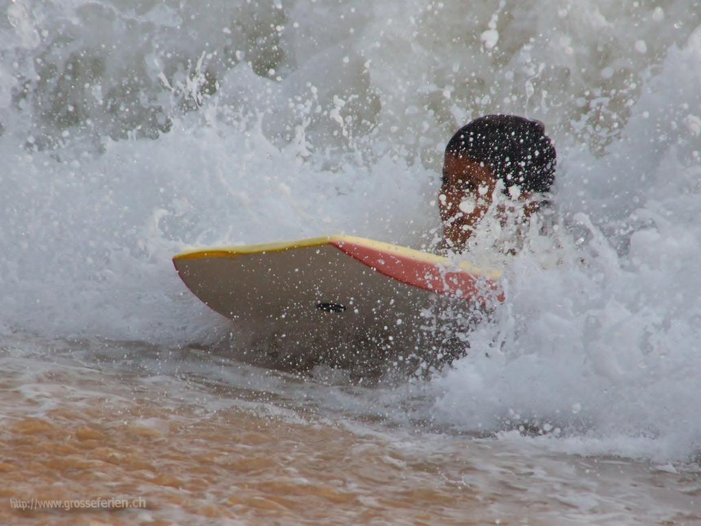 Sri Lanka, Hikkaduwa, Surfer